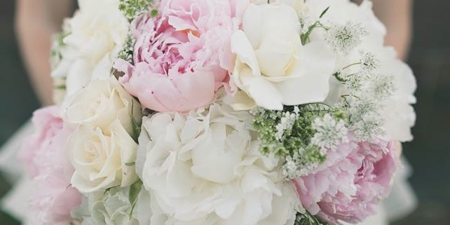 Pink-and-White-Wedding-Bouquet-Feature-061713
