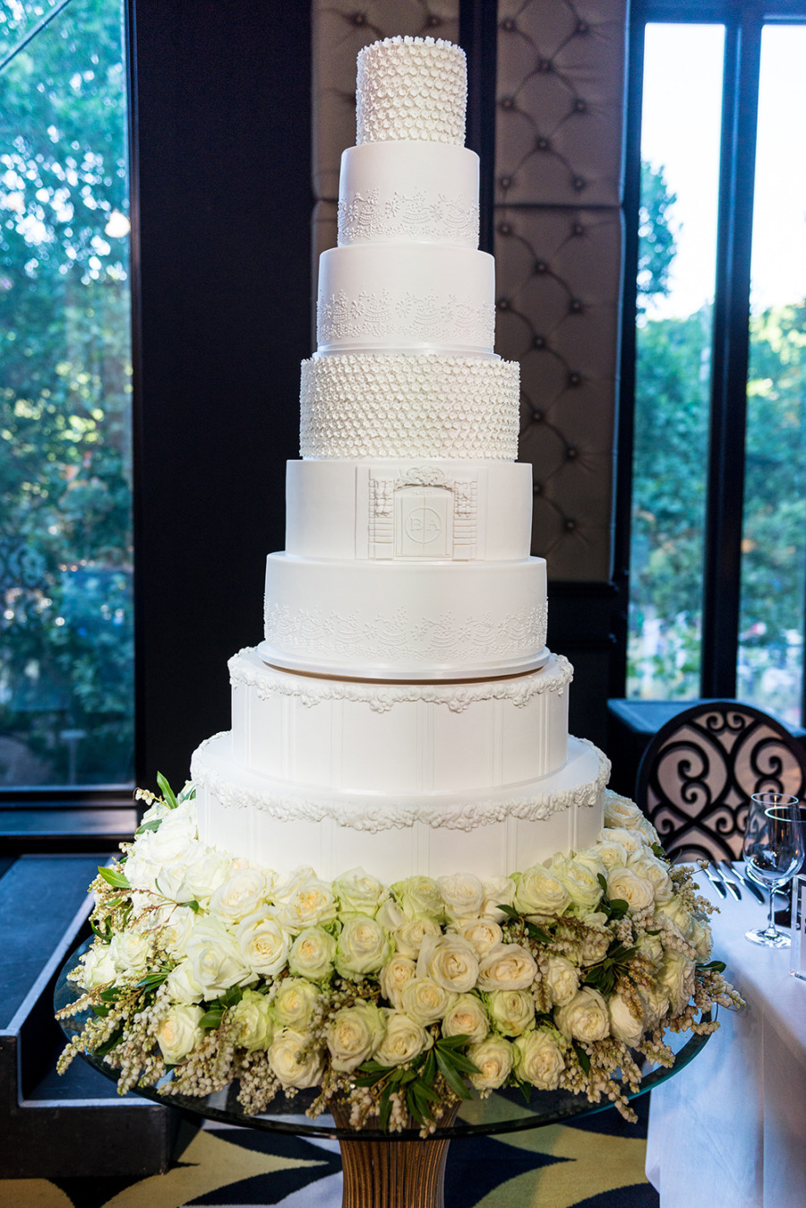 awe inspiring wedding cakes ideas to to blow your mind modwedding. Black Bedroom Furniture Sets. Home Design Ideas