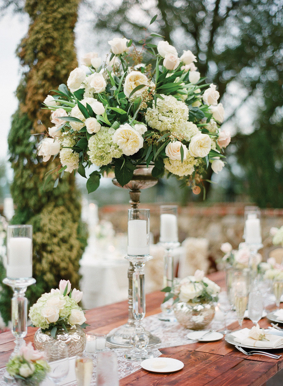 22 absolutely dreamy wedding flower ideas modwedding for Floral wedding decorations ideas