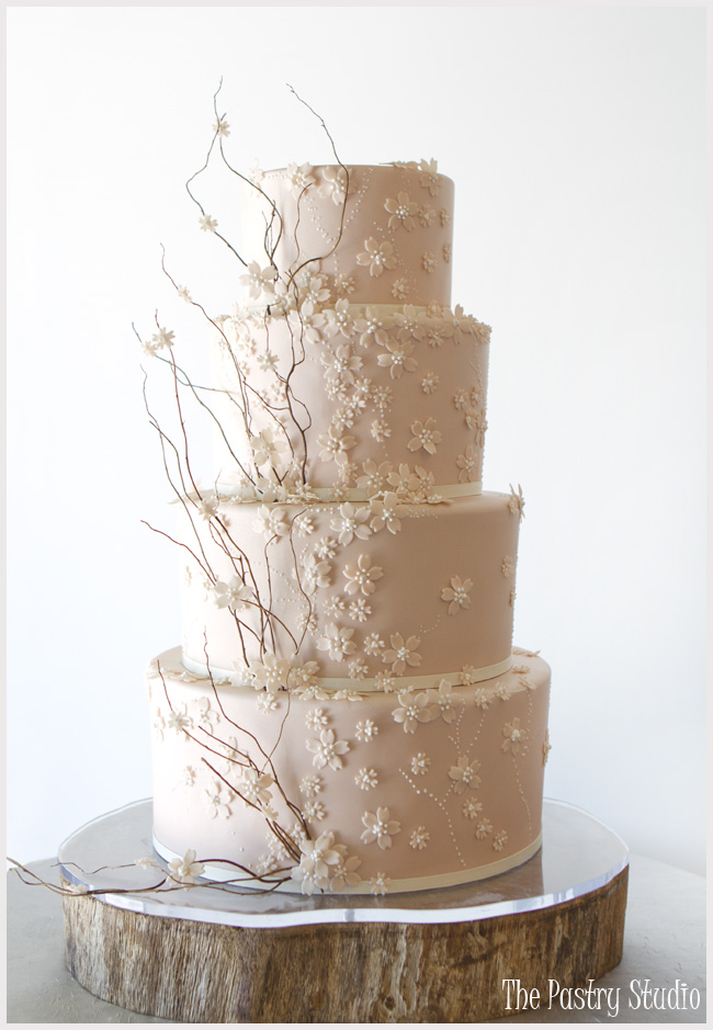 Jaw-Droppingly Beautiful Wedding Cake Inspiration