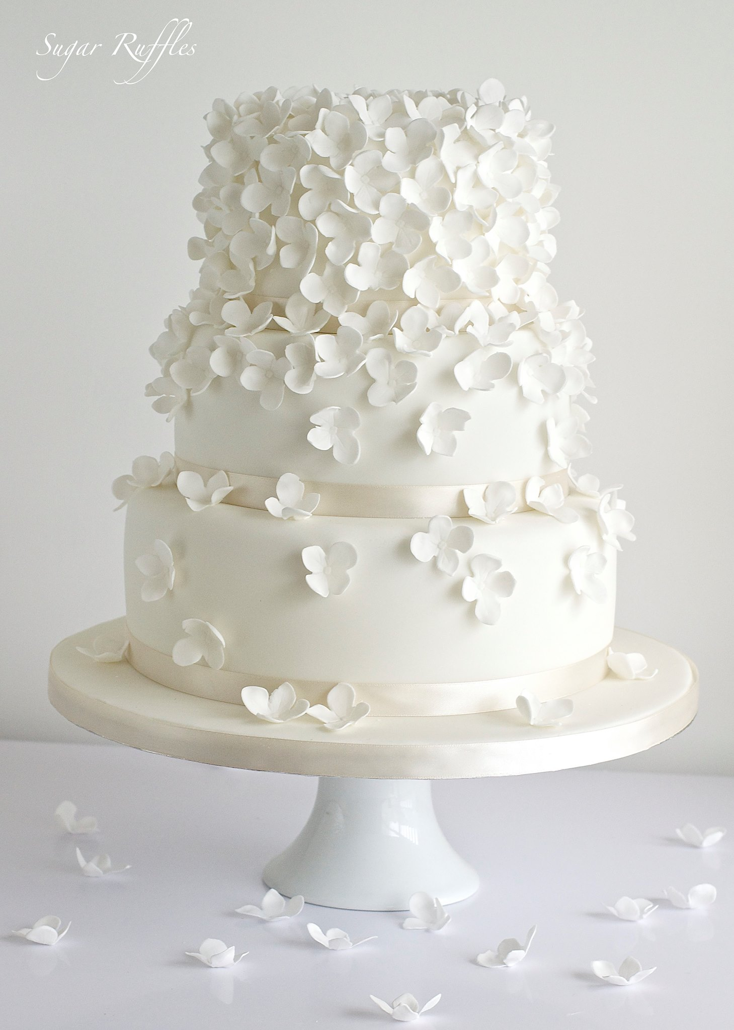 Delicate Wedding Cakes MODwedding