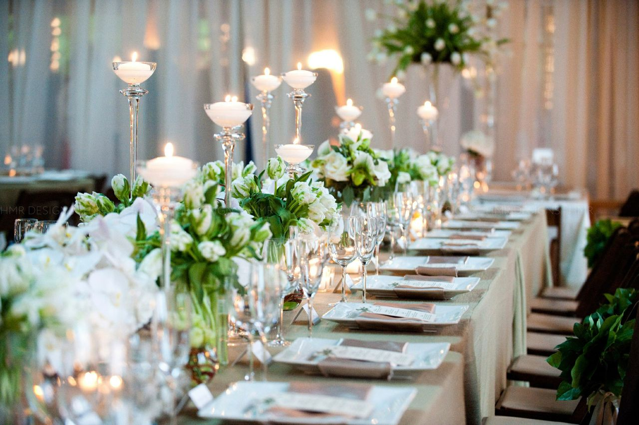Wedding reception seating tips modwedding for Wedding reception photo ideas