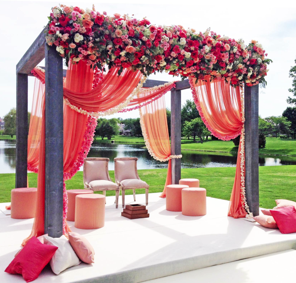 Simply chic wedding flower decor ideas modwedding for Floral wedding decorations ideas