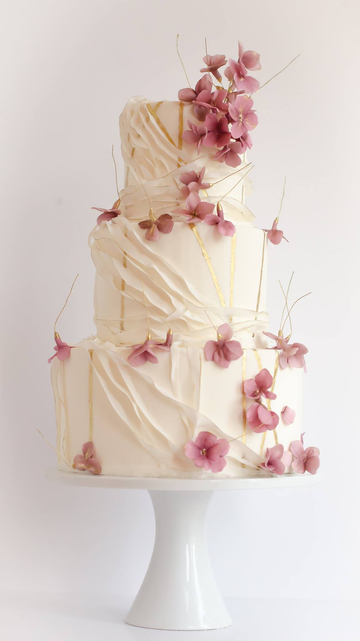 Chic Daily Wedding Cake Ideas (New!) - MODwedding