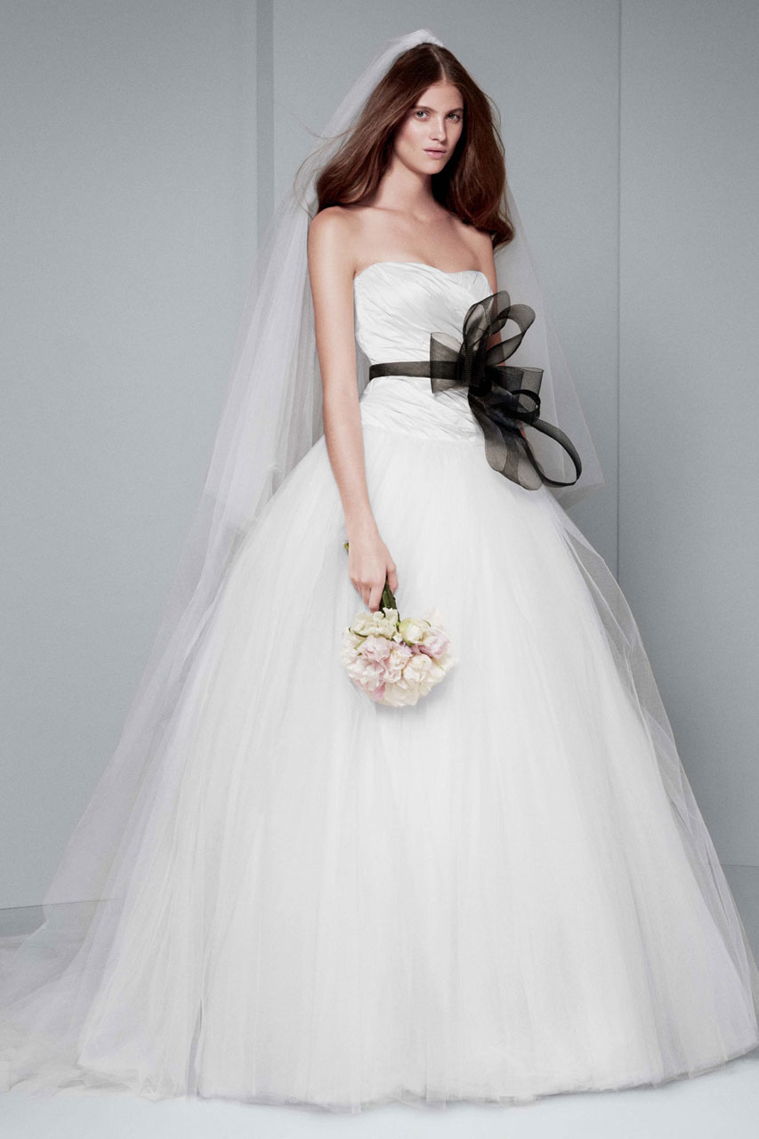 White by vera wang wedding dresses modwedding for White vera wang wedding dresses