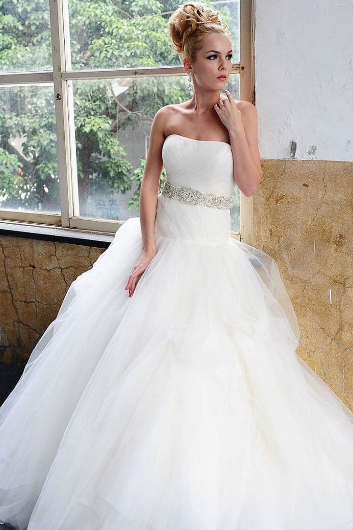 Saison blanche wedding dresses with graceful elegance for Wedding dresses for large breasts