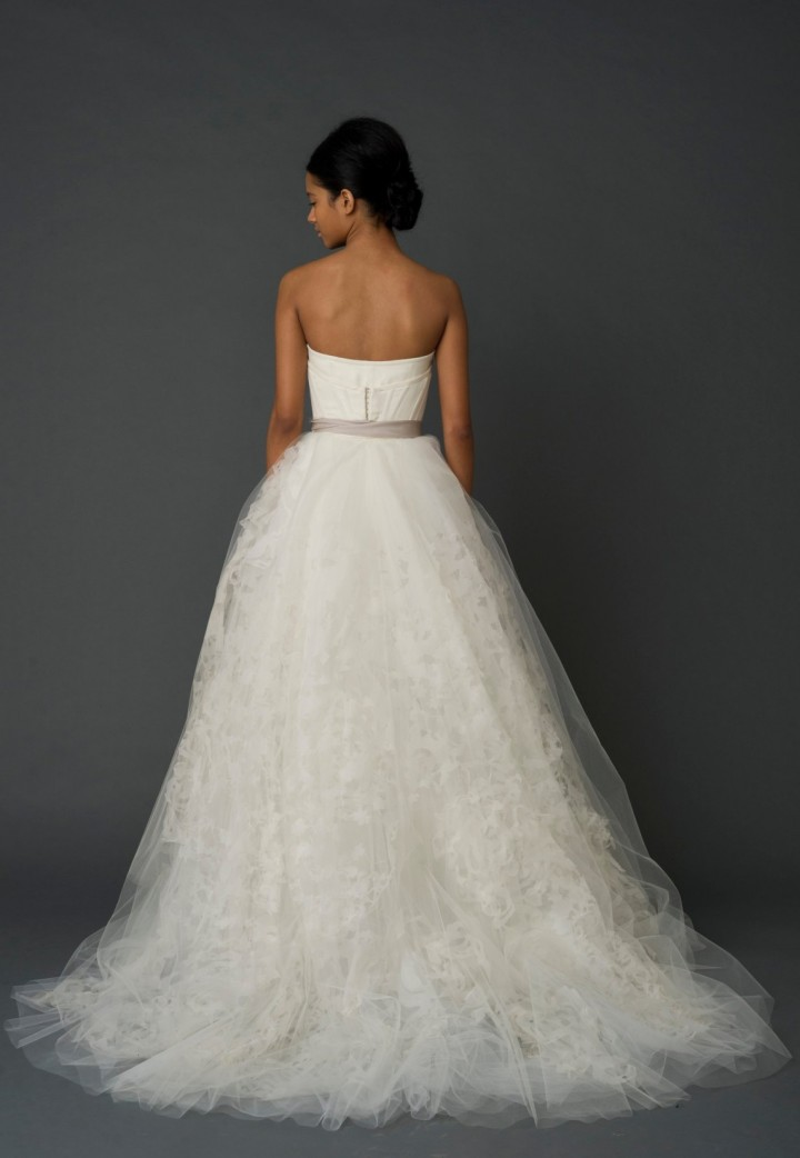 Exquisite vera wang wedding dresses modwedding for Vera wang princess ball gown wedding dress