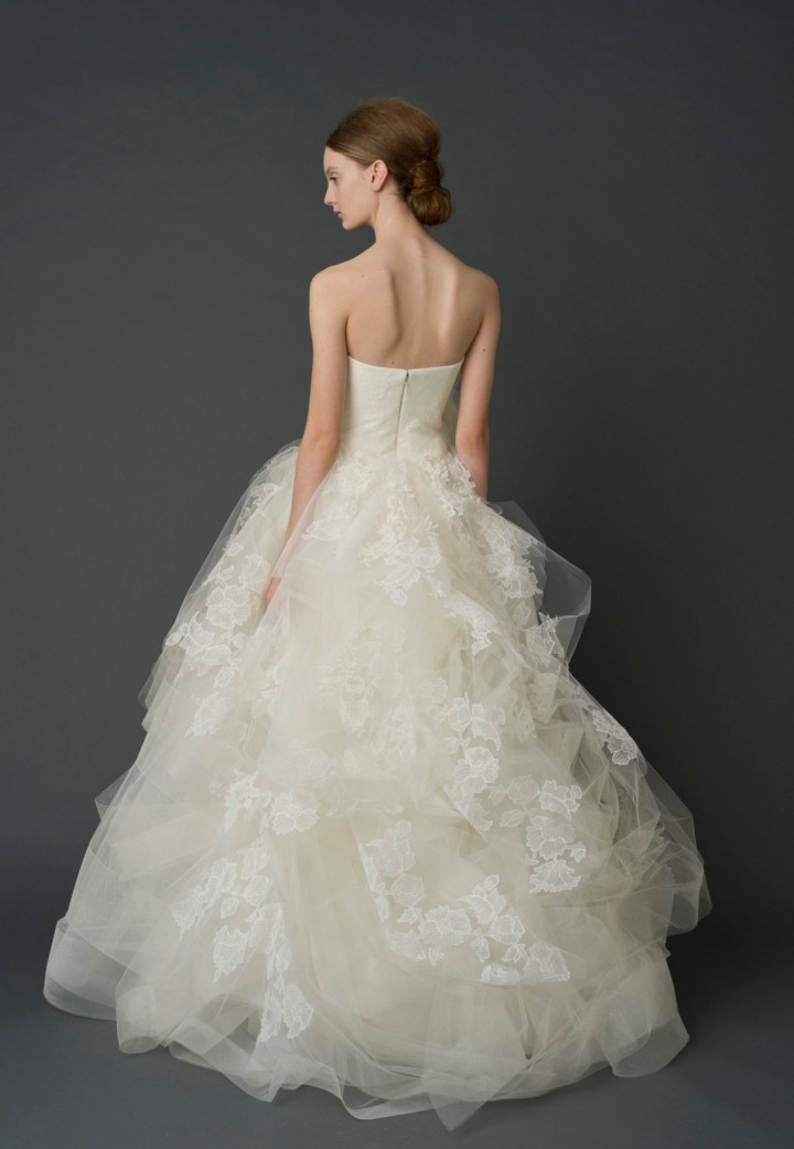Exquisite vera wang wedding dresses modwedding for Where to buy vera wang wedding dresses
