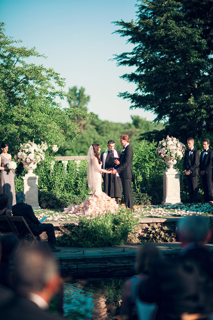 Bride Wears Pink Vera Wang At Chicago Botanic Garden Modwedding