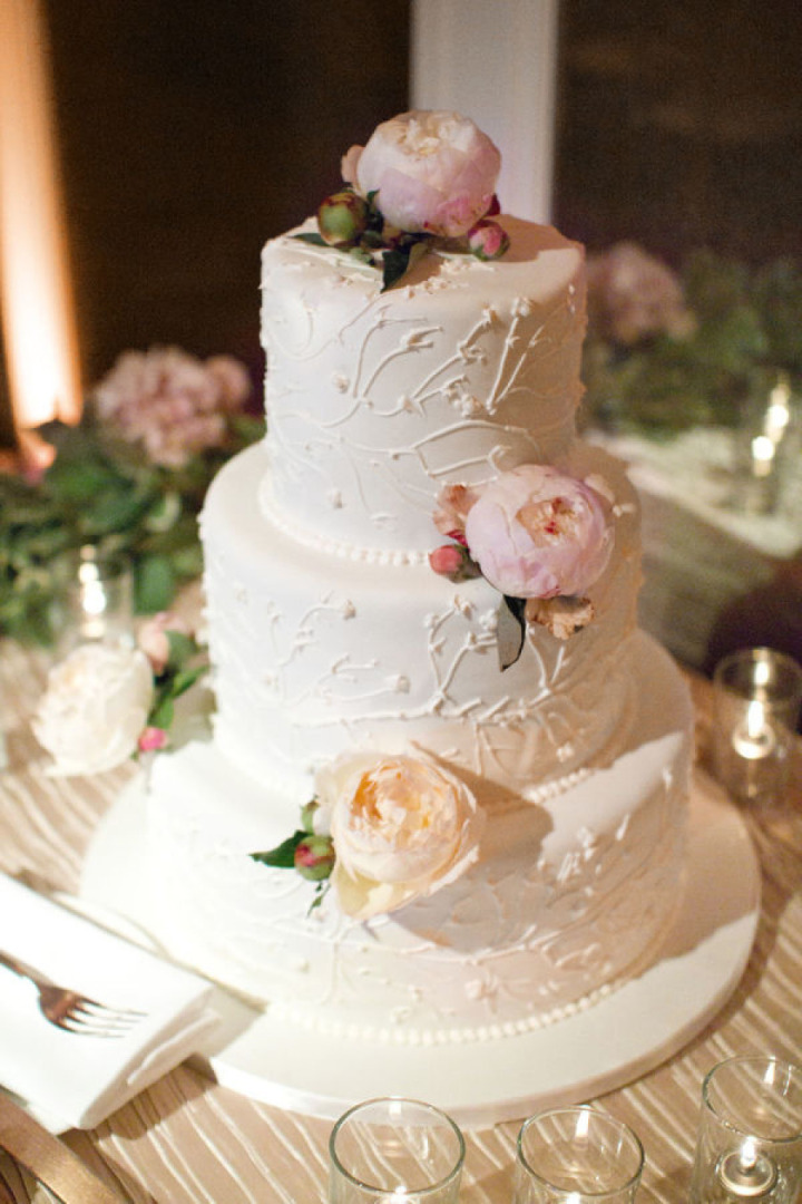 Utterly Speechless From These Romantic Wedding Cakes