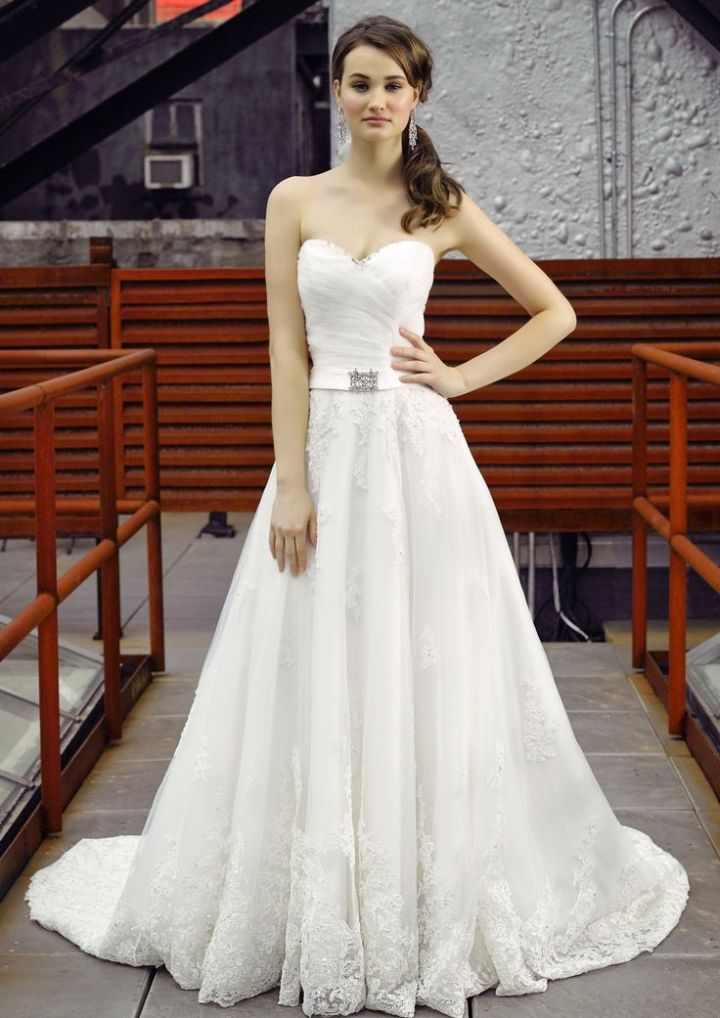 18 most beautiful wedding dresses of the week modwedding for Wedding dress pick up style