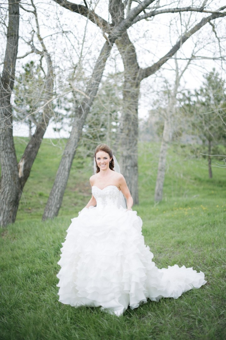 A mountain ranch denver wedding modwedding for Elle king wedding dress designer