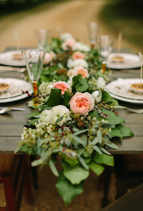 Fresh floral table runners make the perfect wedding