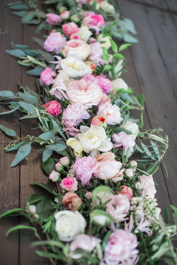 Fresh Floral Table Runners Make the Perfect Wedding Centerpieces ...