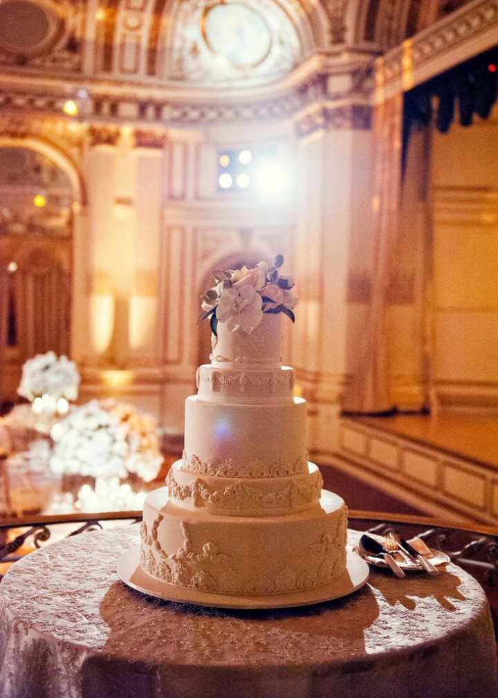 wedding cakes in london ky ultra glamorous new york wedding lights up the plaza hotel 24688
