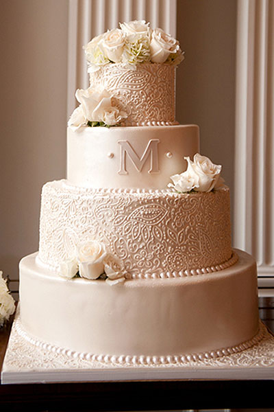 20 Incredibly Elegant Wedding Cakes - MODwedding