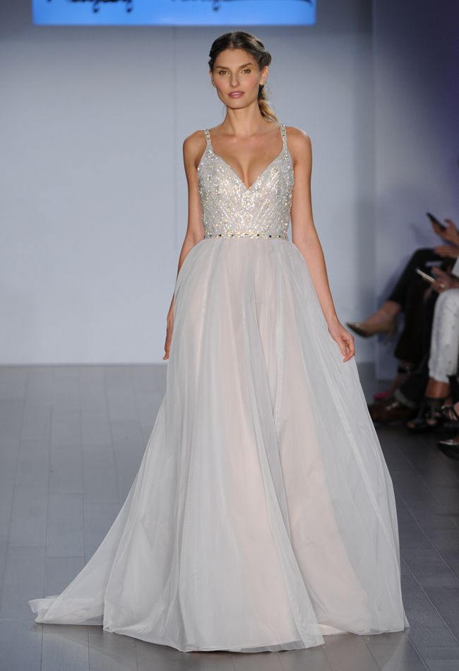 Top 2015 wedding trends from chicago wedding planner for Wedding dress cleaning chicago