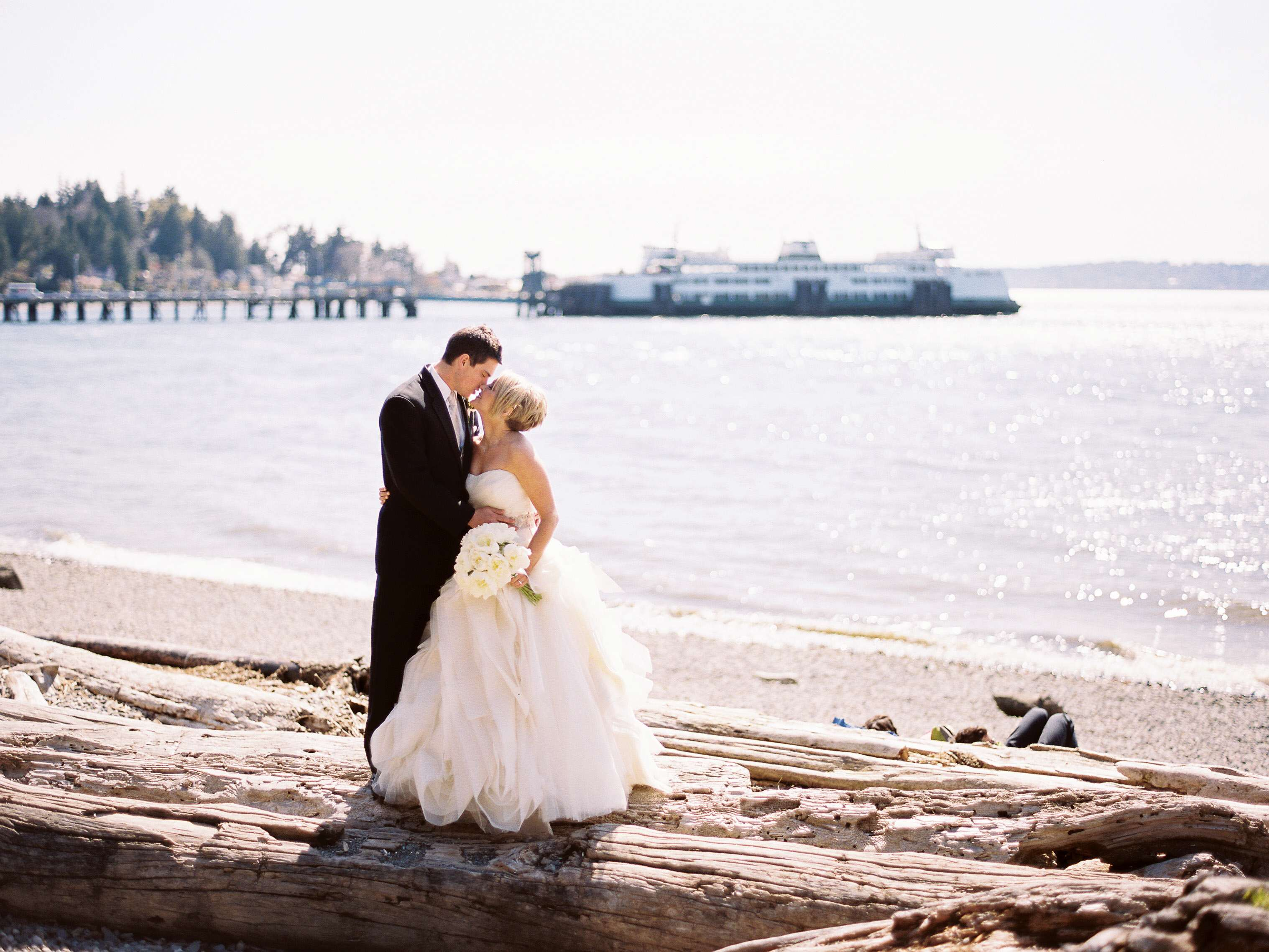 Elegant Ivory & Gold Seattle Wedding - MODwedding