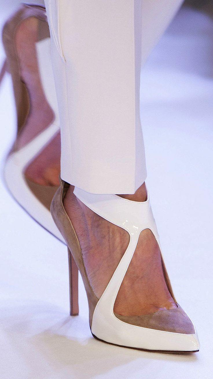 Featured Shoes Burberry Wedding 12 05242017 Ky