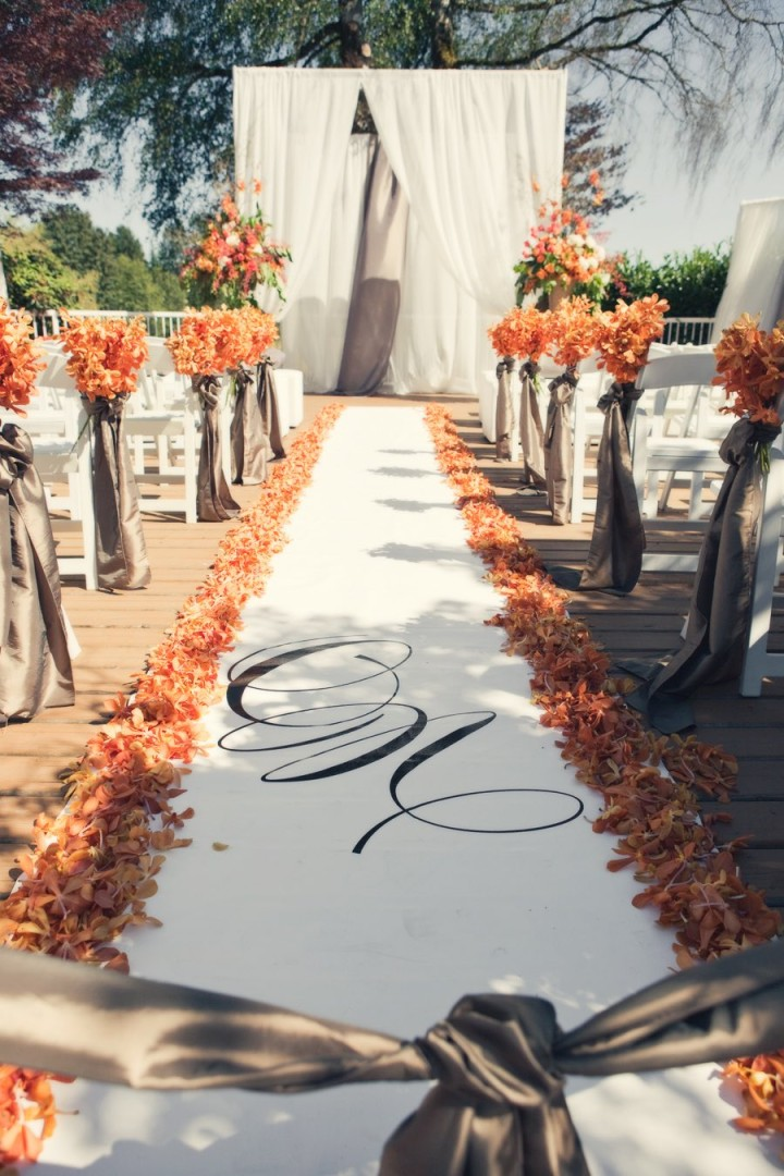 Romantic canada wedding with warm fall colors modwedding for Autumn wedding decoration