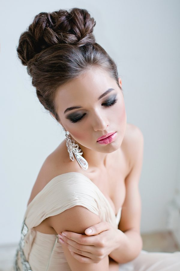 Full Bridal Makeup With Hairstyle : Full on Glamour: Timeless Wedding Hairstyles - MODwedding