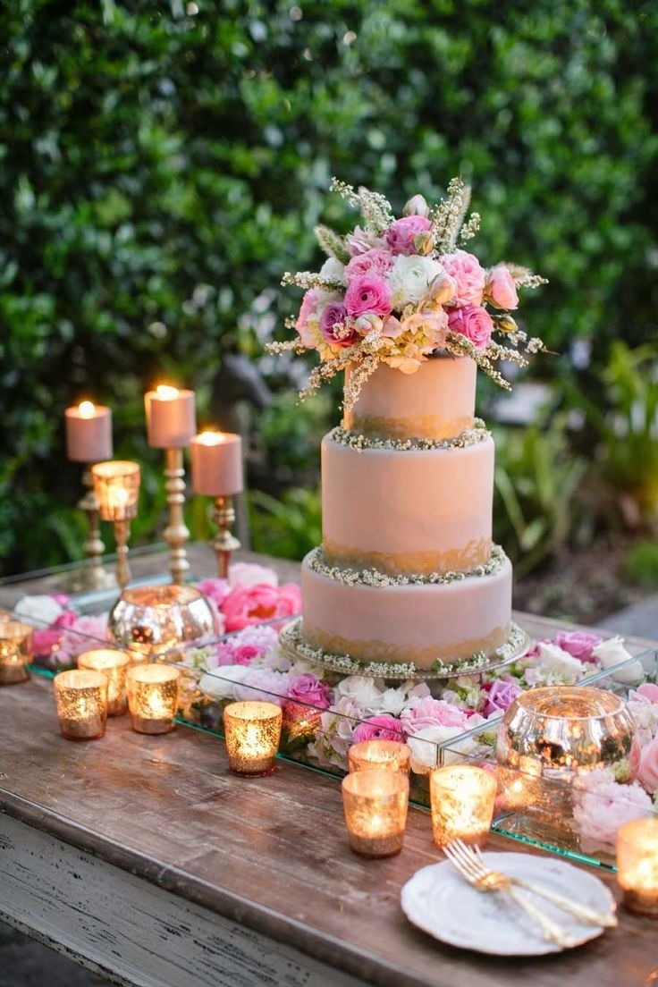 Wedding Cake Table Decorations Flowers : The most extravagant wedding ideas modwedding