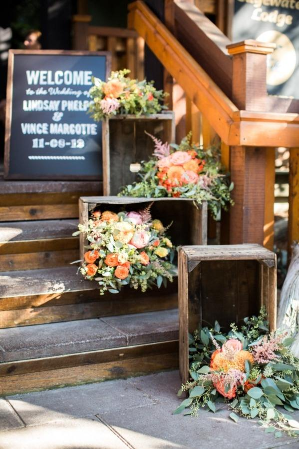 Wedding ideas 19 beautiful ways to decorate your staircase modwedding wedding ideas 3 06232015 ky junglespirit