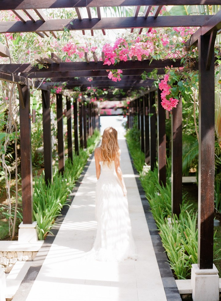 Beachside bali wedding inspiration at semara luxury villa for Bali mariage location