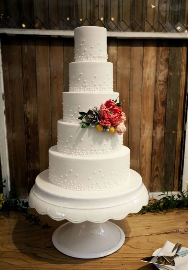 simple but stunning wedding cakes simple wedding cakes with beautiful details modwedding 19944