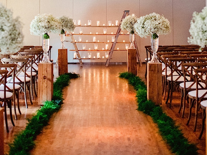 Chic and Classic Chicago Wedding at The Ivy Room - MODwedding