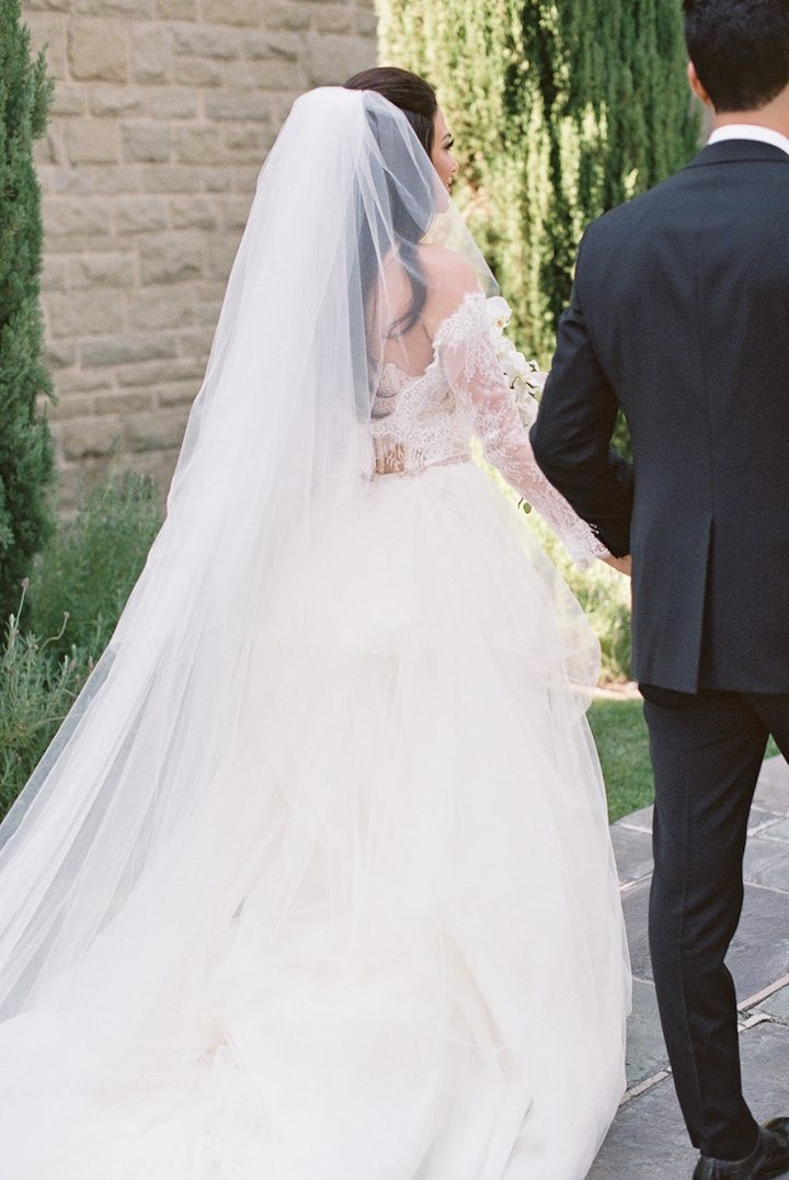 Romantic and glam beverly hills wedding modwedding for Beverly hills wedding dresses