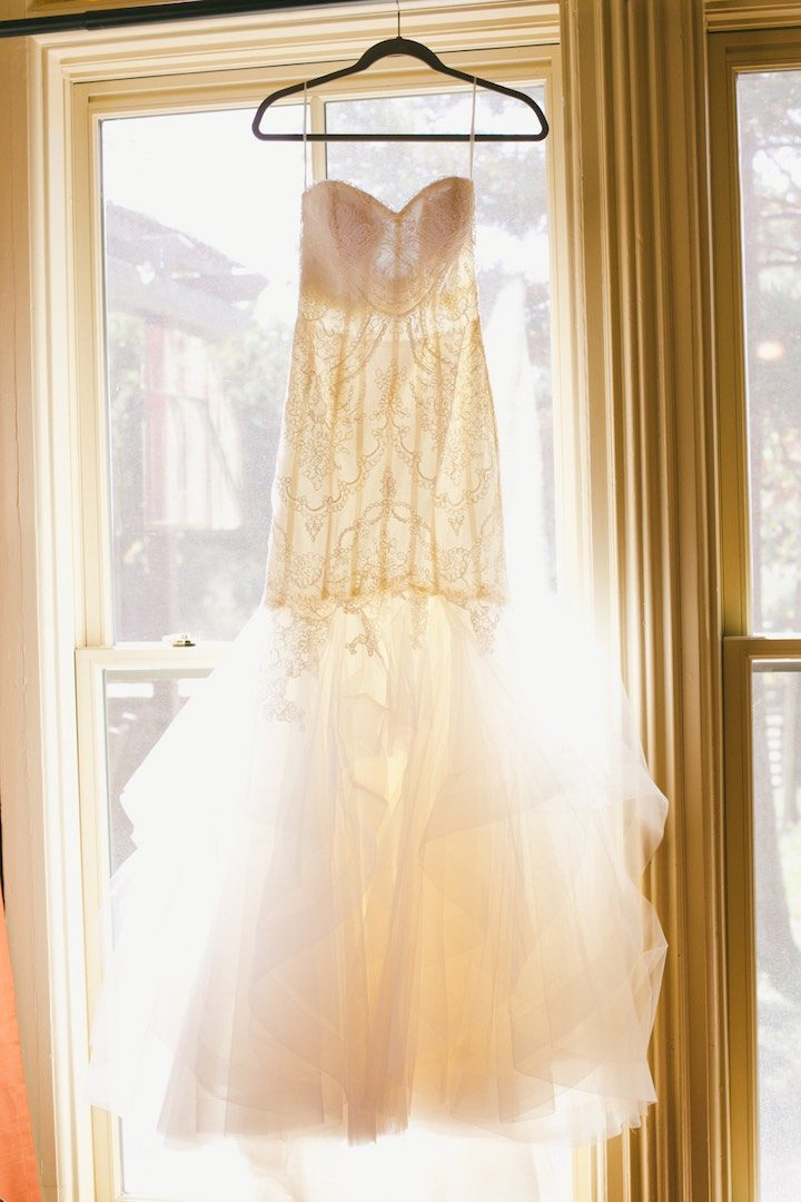 Romantic california wedding at gundlach bundschu modwedding for Elle king wedding dress designer