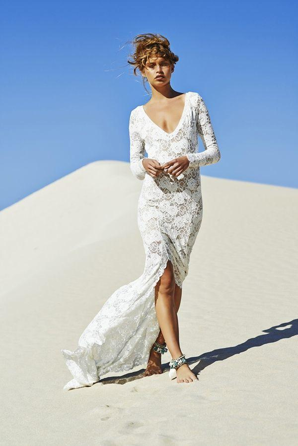 Casual beach wedding dresses to stay cool modwedding for Long sleeve casual wedding dresses