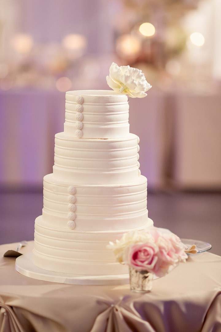 wedding cake chicago il elegantly chic chicago wedding modwedding 22191