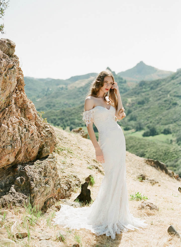 Enchanting claire pettibone wedding dresses vineyard for Where to buy claire pettibone wedding dress