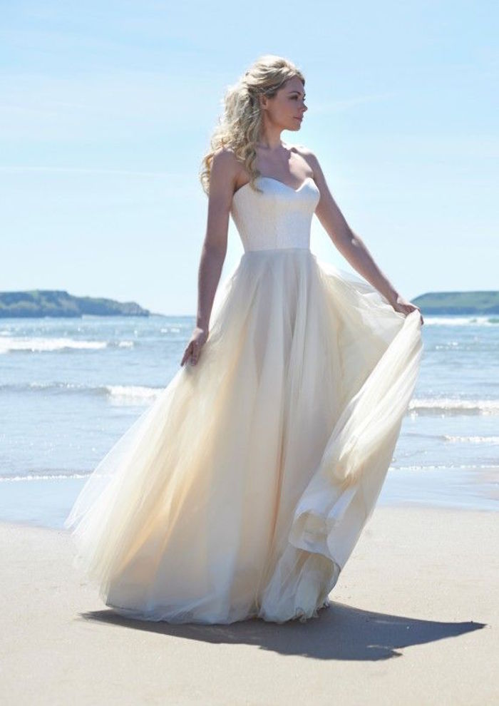 Classic wedding dresses from top designers modwedding for Best wedding dresses for beach weddings