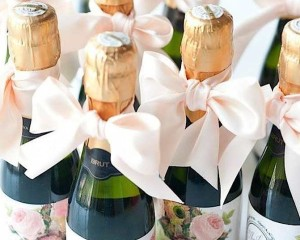 creative-wedding-favors-36-08302015-ky-feature
