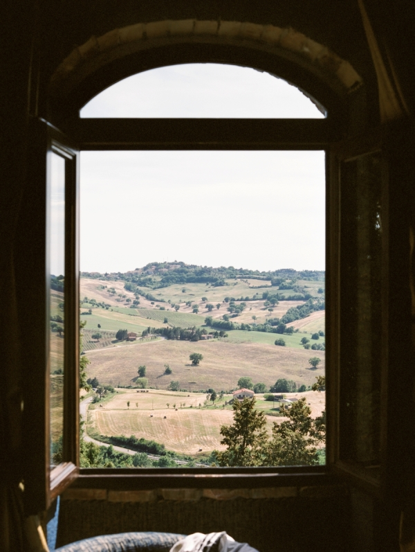 Romantic Blush Destination Wedding Inspiration in the Rolling Hills of Tuscany