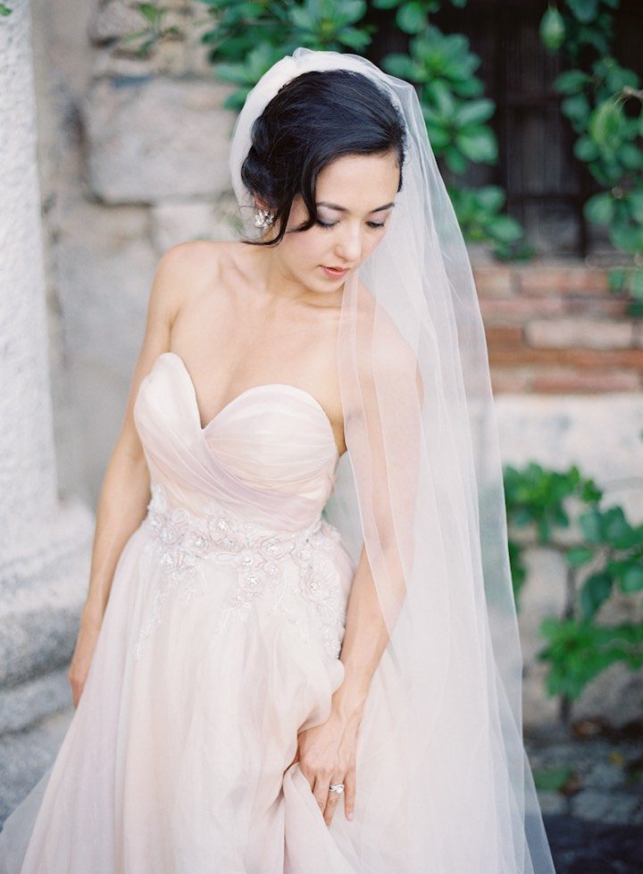 This beach destination wedding is a dream modwedding for Elle king wedding dress designer