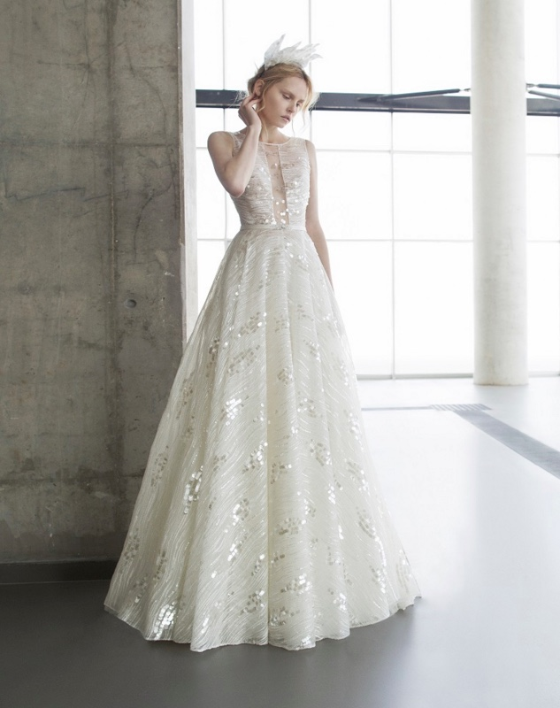 Elegant wedding dresses runway trends modwedding for Most elegant wedding dresses