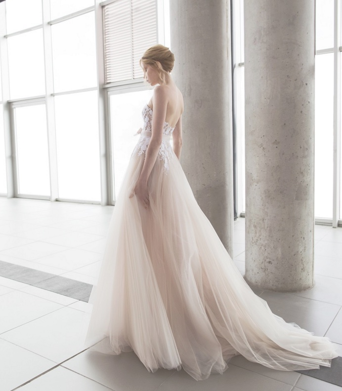Bridal Runway Trends: Modern Elegant Wedding Dresses ...