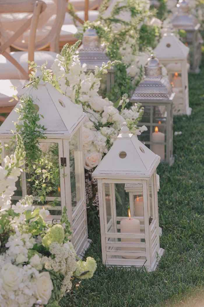 Elegant garden wedding ceremony ideas modwedding - Garden wedding decorations pictures ...