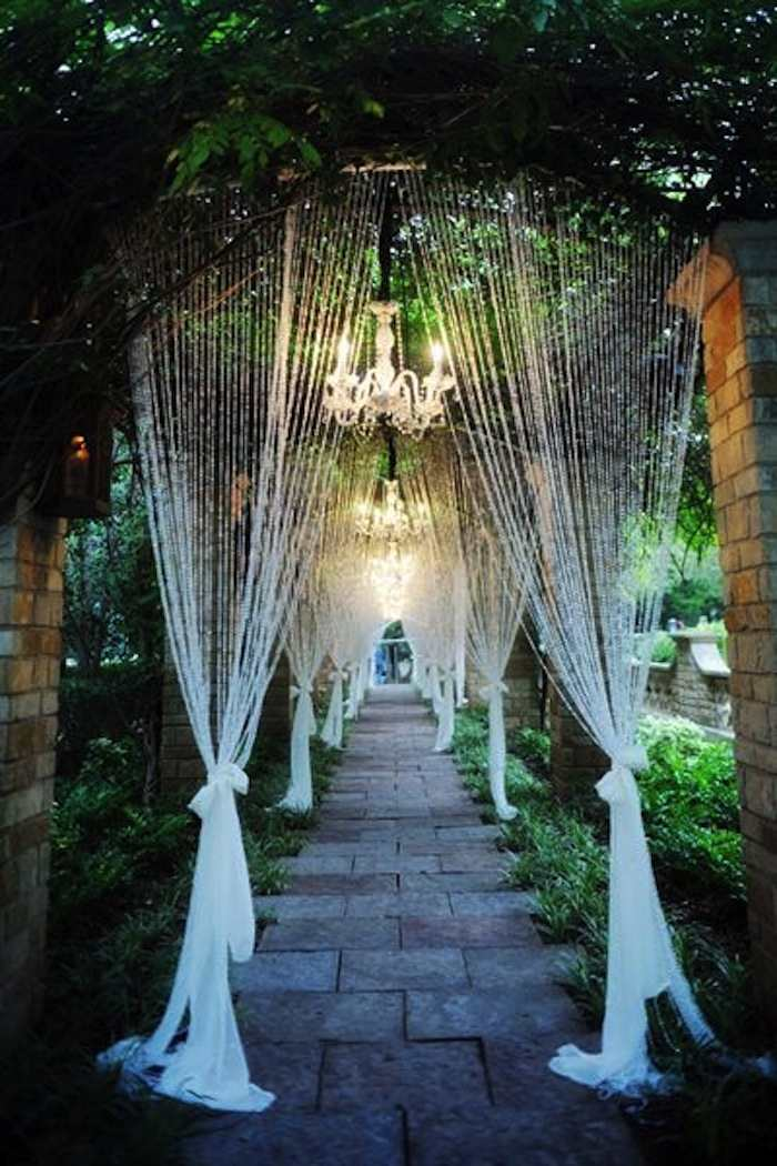 Romantic garden wedding ideas in bloom modwedding for Outdoor wedding decorating ideas