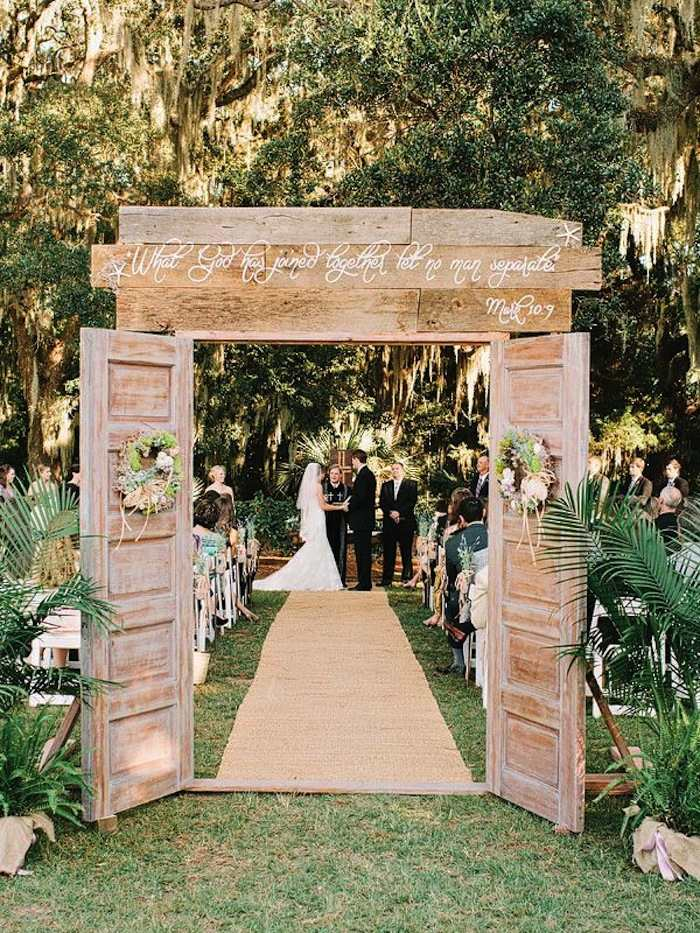 Outdoor wedding ideas that are easy to love modwedding for Wedding walkway