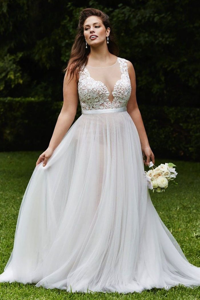 Plus size wedding dresses a simple guide modwedding for Plus size simple wedding dress