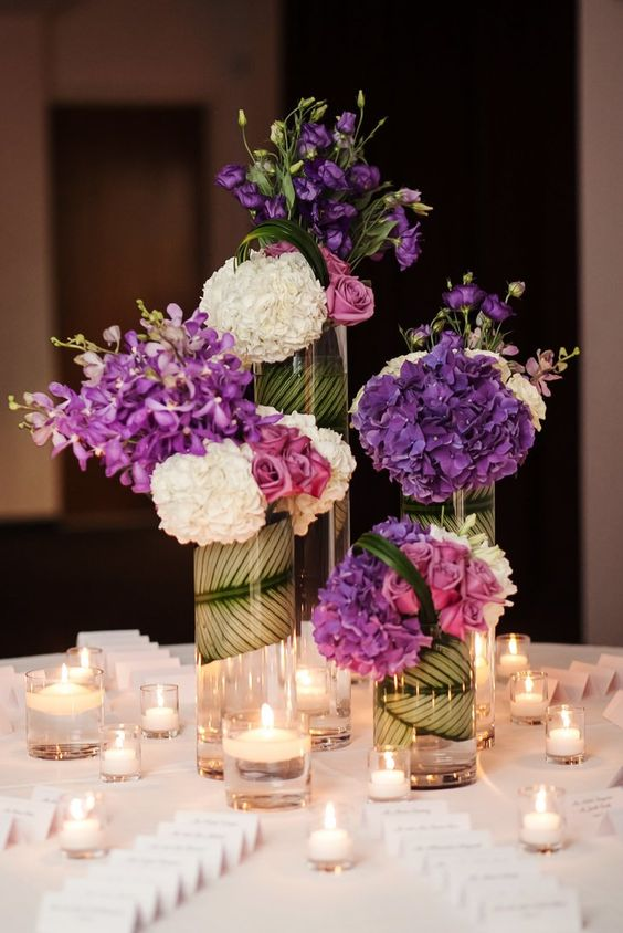 September, October and November brides have a wide variety of seasonal wedding flowers defined by the gorgeous warmth and richness of autumnal colors.