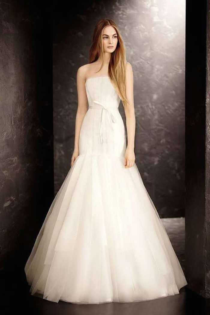 Simple wedding dresses with elegance modwedding for Best vera wang wedding dresses