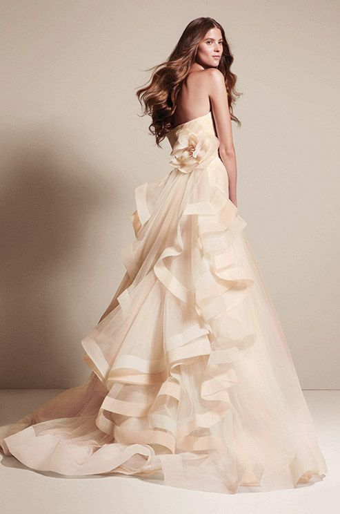 Vera wang wedding dresses that inspire modwedding for Affordable vera wang wedding dresses