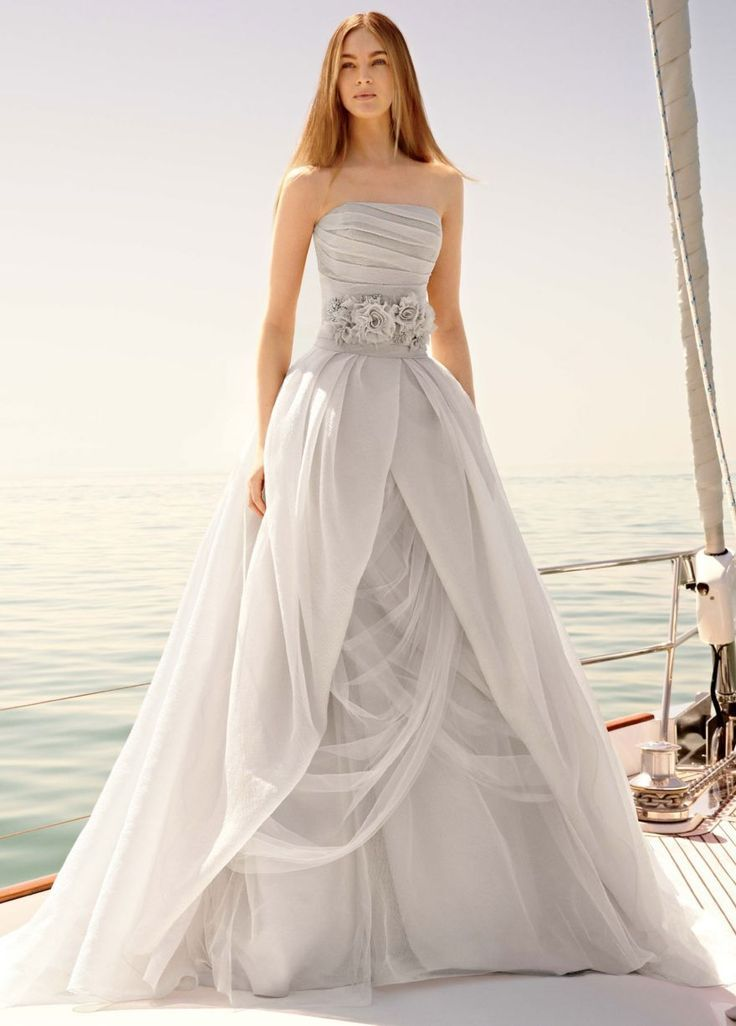 Vera wang wedding dresses that inspire modwedding for Vera wang wedding dress used