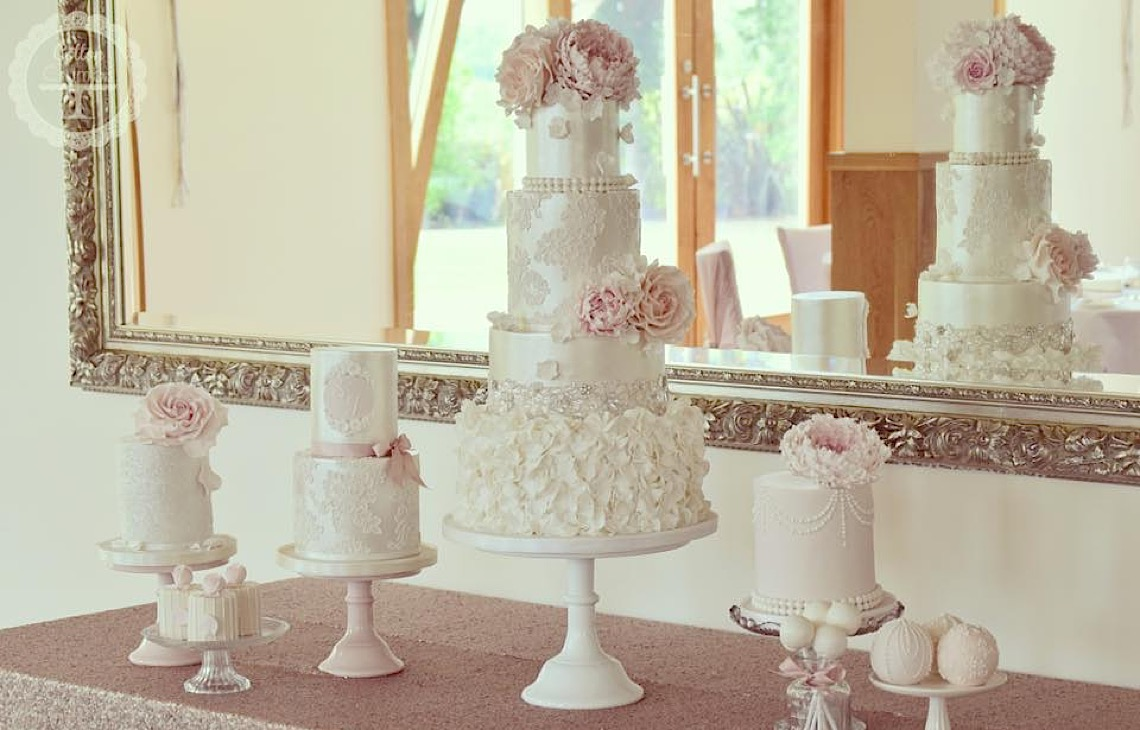How much does a wedding cake cost for How much will a wedding cost